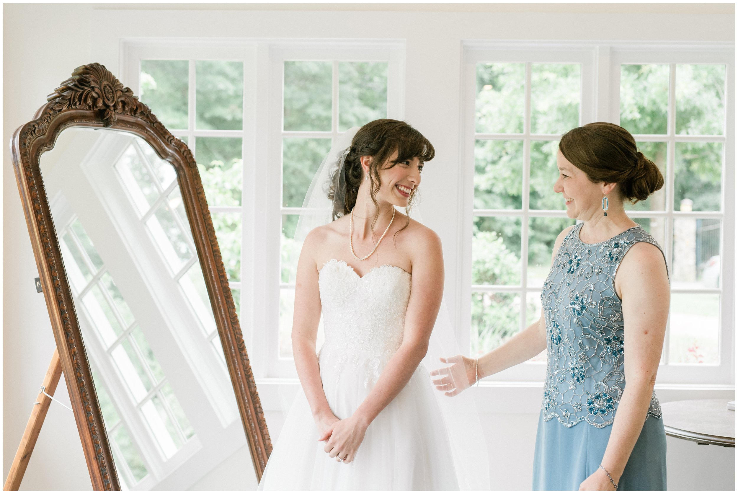 mother in law seeing bride for the first time