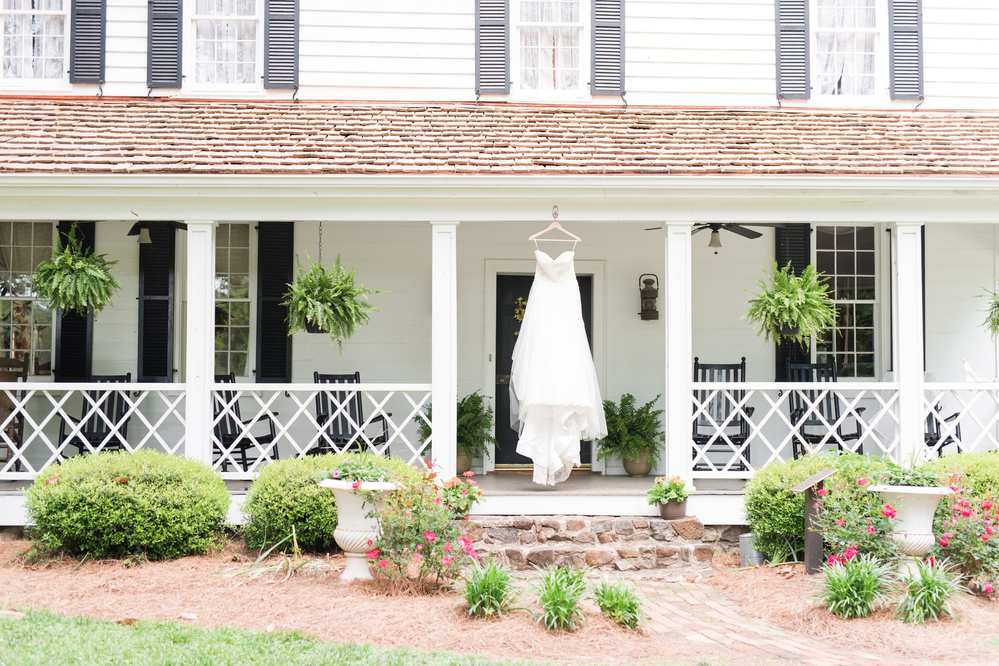 wedding at historic beaver dam house in Davidson, NC